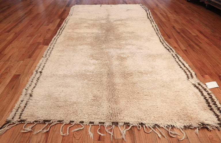 20th Century Vintage Moroccan Rug. Size: 6 ft x 12 ft (1.83 m x 3.66 m) For Sale