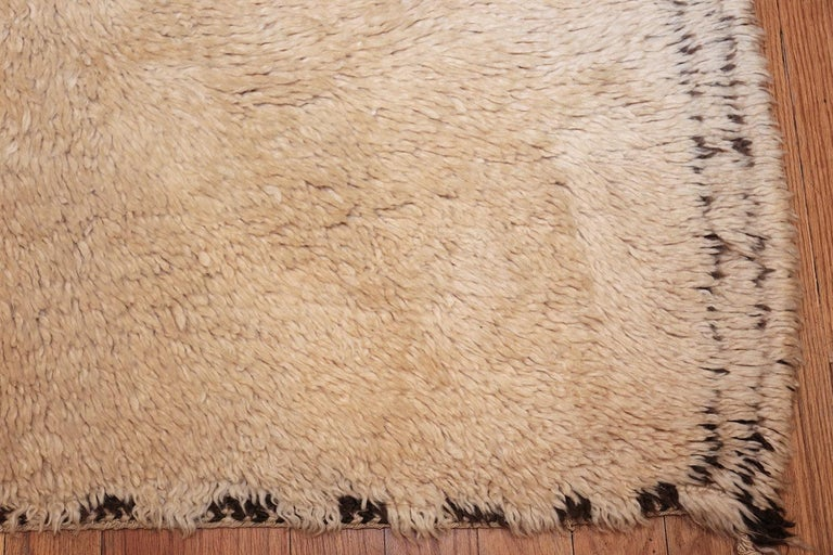 Wool Vintage Moroccan Rug. Size: 6 ft x 12 ft (1.83 m x 3.66 m) For Sale