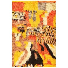 Moroccan Shag Rug. Size: 5 ft 5 in x 8 ft (1.65 m x 2.44 m)