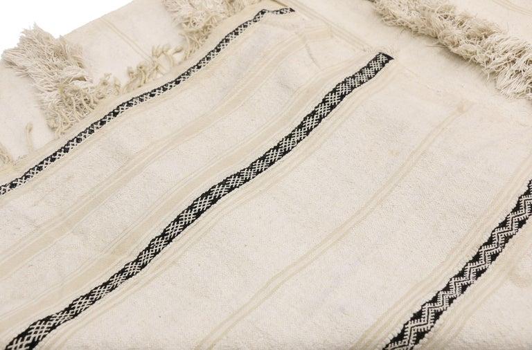 Vintage Moroccan Wedding Blanket, Berber Handira Tamizart In Good Condition For Sale In Dallas, TX
