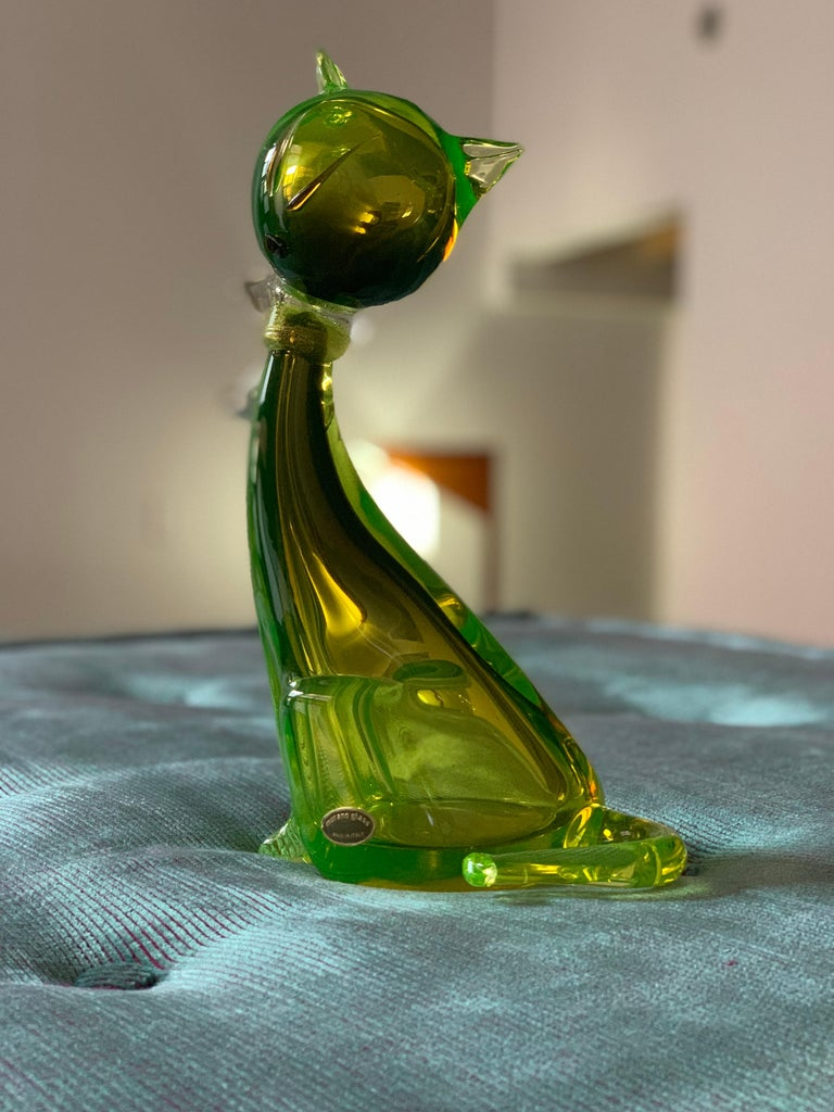 Vintage Murano Art Glass Modern Cat Sculpture in Green by Alfredo Barbini For Sale 4