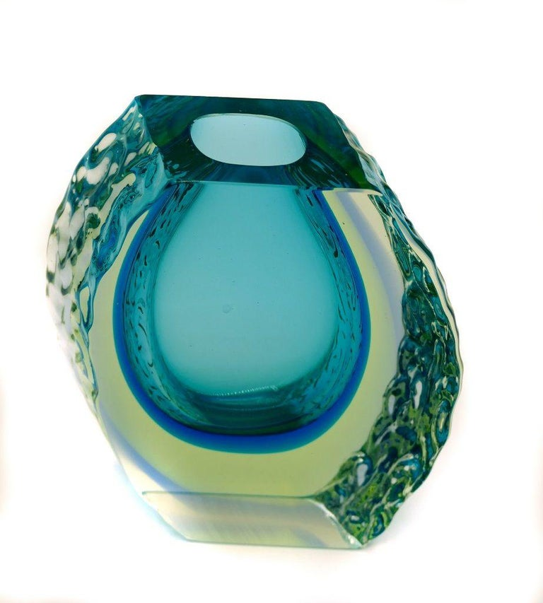 Vintage Murano glass vase is an original Murano decorative object designed by Alessandro Mandruzzato and realized around the mid-20th century.