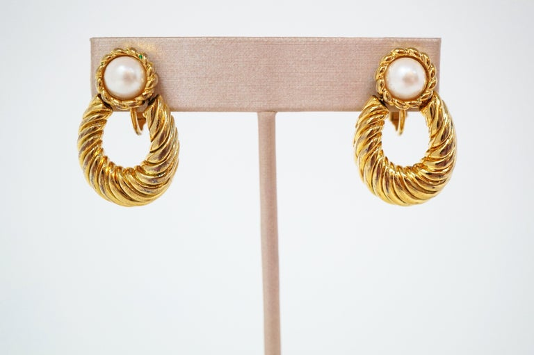 Vintage Napier Gilded Door Knocker Earrings with Pearl, Signed In Excellent Condition For Sale In Los Angeles, CA