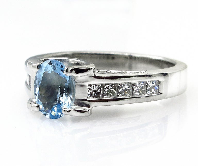 Oval Cut Vintage Natural 1.67ct Oval Aquamarine and Diamond Platinum Ring For Sale