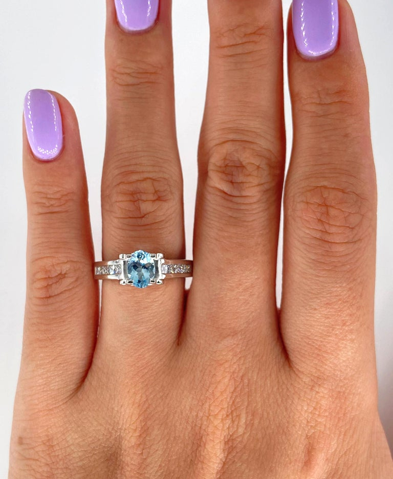 Vintage Natural 1.67ct Oval Aquamarine and Diamond Platinum Ring For Sale 3