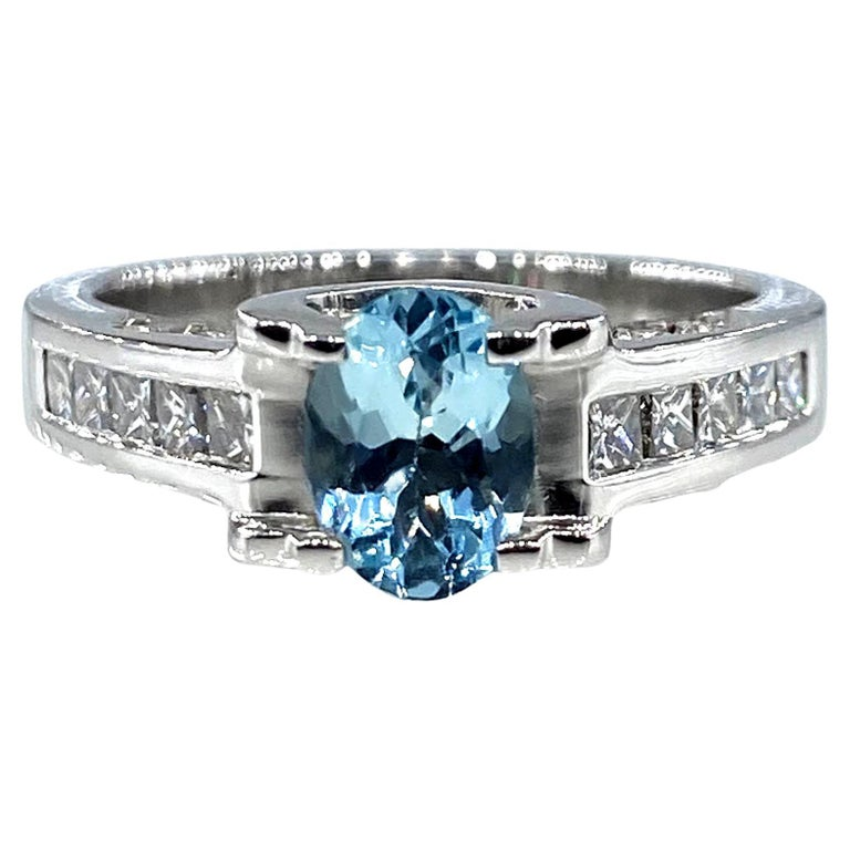Vintage Natural 1.67ct Oval Aquamarine and Diamond Platinum Ring For Sale