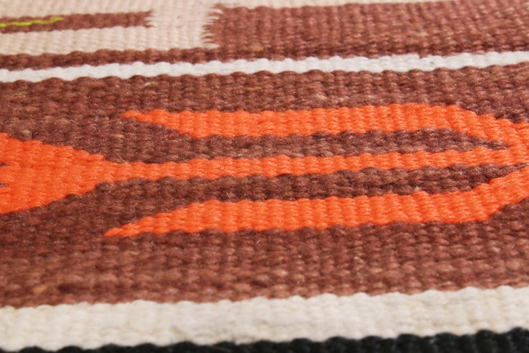 Vintage Navajo Beige Brown Geometric Wool Rug In Good Condition For Sale In Long Island City, NY