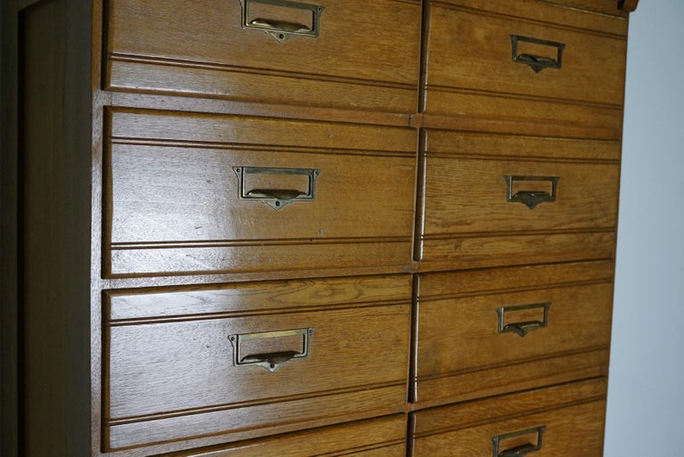 Vintage Oak Apothecary / Filing Cabinet, Luxembourg, 1930s In Good Condition For Sale In Nijmegen, NL