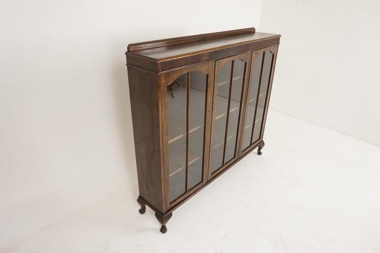 Vintage Oak Three-Door Bookcase, Display Cabinet, Scotland 1930, B2236 In Good Condition In Vancouver, BC