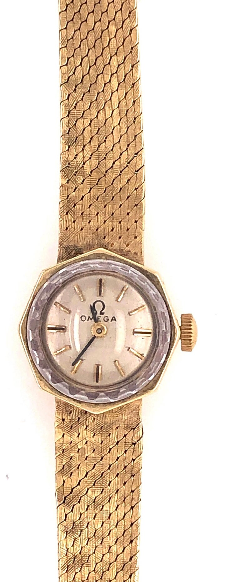 Omega 14 Karat Ladies Wristwatch 18.2 Grams Without Works, 17 Jewels For Sale 2