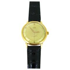 Vintage Omega 18 Karat Yellow Gold Manuel Wind Wristwatch