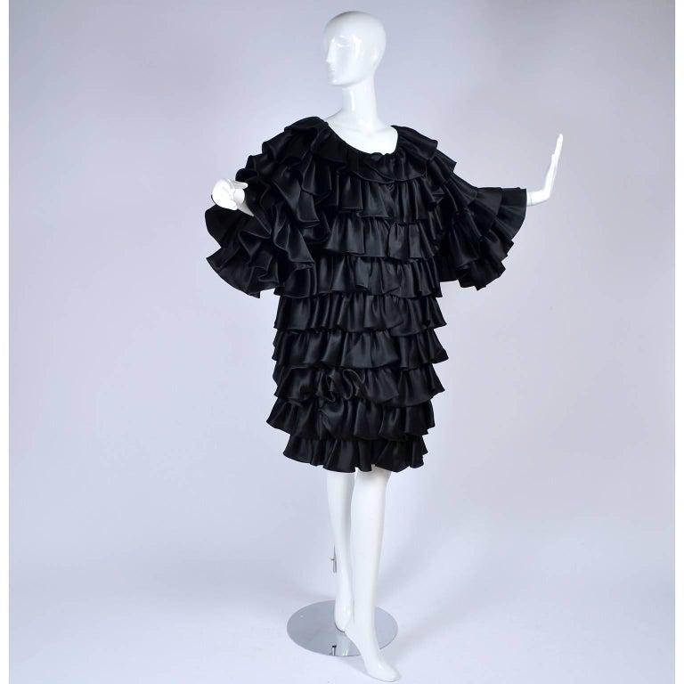 Vintage Oscar de la Renta Silk Evening Coat with Black Ruffles Lined in Organza In Excellent Condition For Sale In Portland, OR