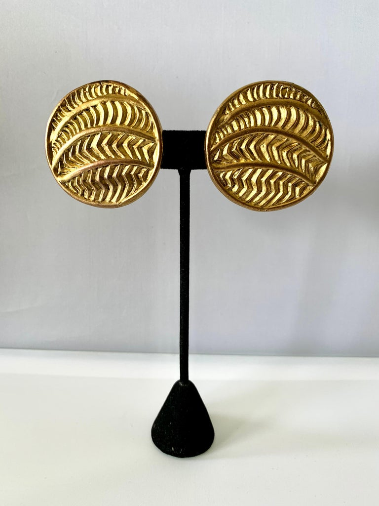 Vintage Oversized Round Texture Statement Earrings by Isabel Canovas In Good Condition For Sale In Palm Springs, CA