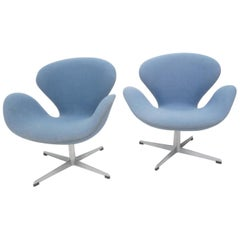 Vintage Pair of Arne Jacobsen Swan Chairs for Fritz Hansen