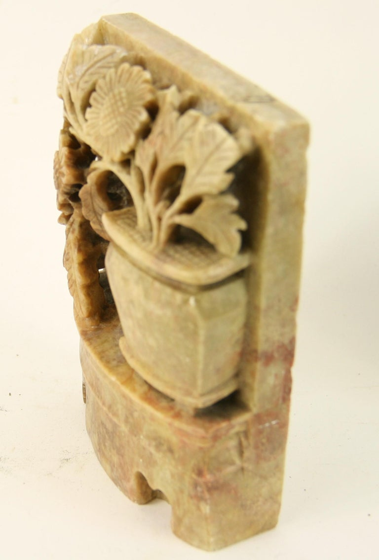 Vintage Pair of Chinese Carved Soapstone Floral Garden Urn Bookends, circa 1930s In Good Condition For Sale In Douglas Manor, NY