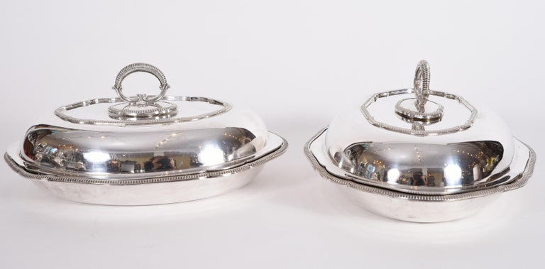 Vintage pair of English silver plated / copper covered tableware entree dishes / server. Each one is in excellent vintage condition, maker's mark undersigned. Each covered dish measure about 11.5 inches x 9 inches x 5.5 inches.