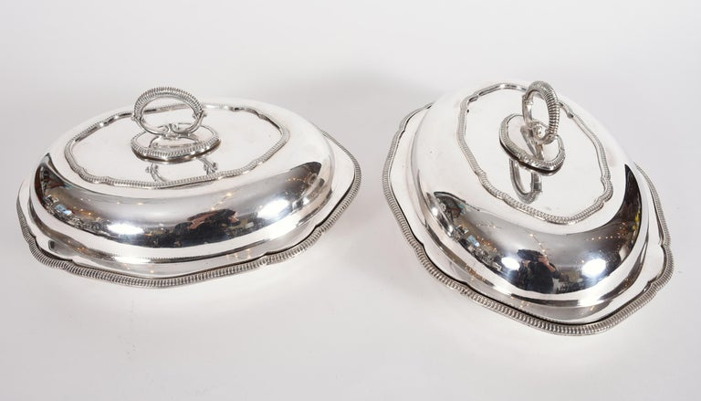 European Vintage Pair of English Silver Plated Tableware Dishes or Server For Sale