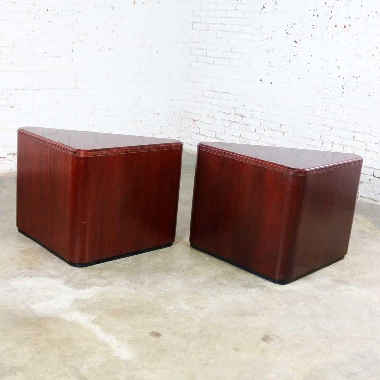 Vintage Pair of Mahogany Triangular End Tables or Pedestals In Good Condition For Sale In Topeka, KS
