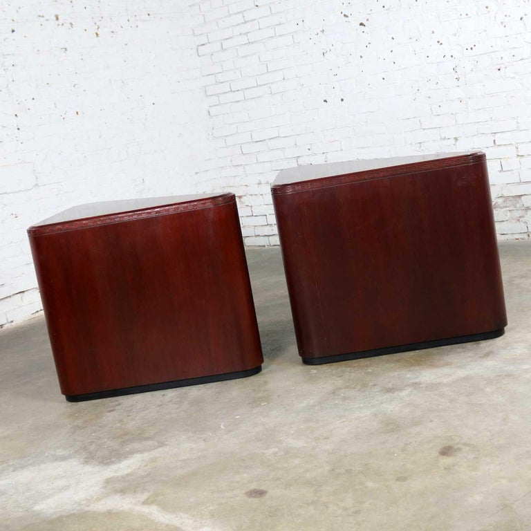 Vintage Pair of Mahogany Triangular End Tables or Pedestals For Sale 1