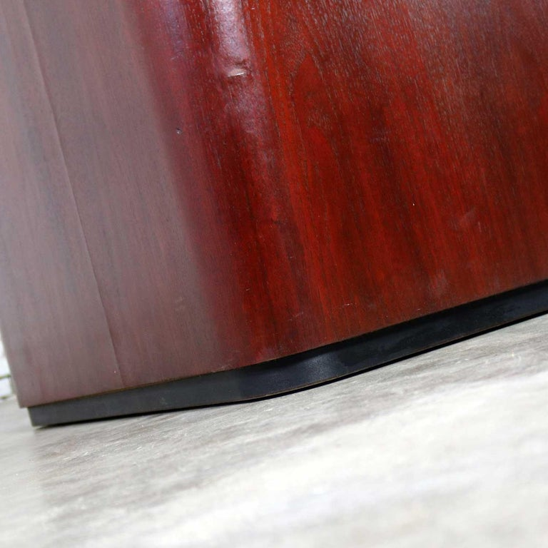 Vintage Pair of Mahogany Triangular End Tables or Pedestals For Sale 3
