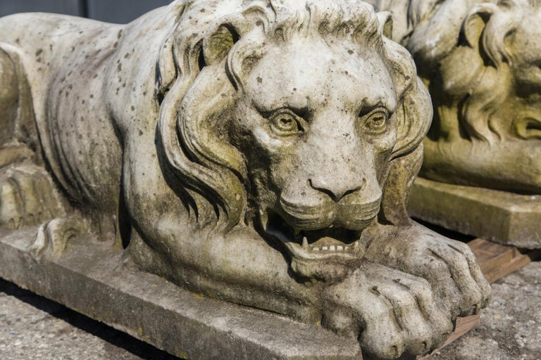 Vintage Pair of Marble Lions In Good Condition For Sale In Stamford, CT