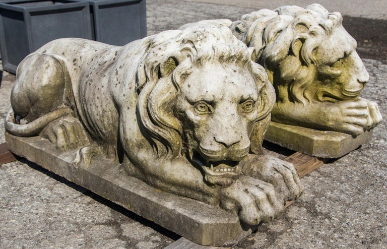 Vintage Pair of Marble Lions For Sale 1