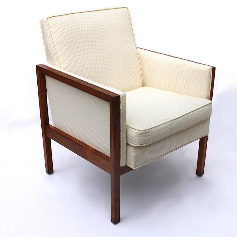 Fabric Vintage Pair of Mid-Century Modern Walnut Side Lounge Club Chairs by Jens Risom For Sale
