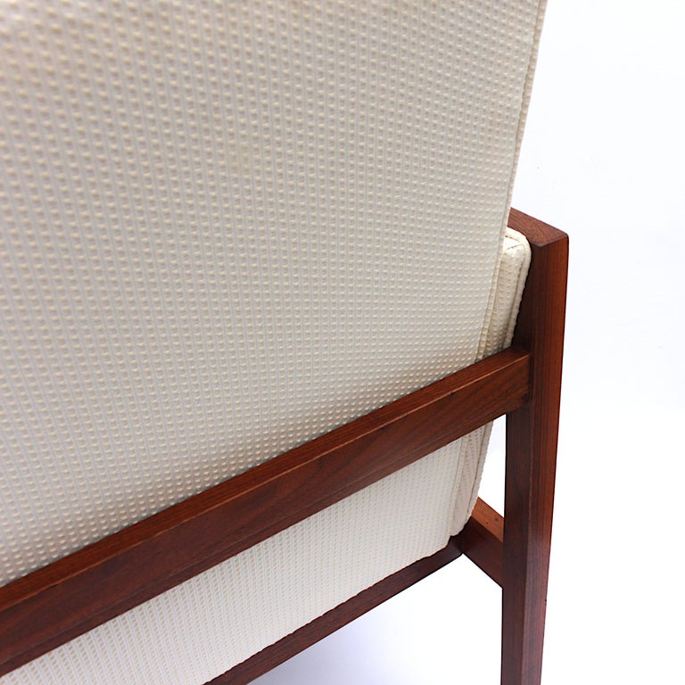 Vintage Pair of Mid-Century Modern Walnut Side Lounge Club Chairs by Jens Risom For Sale 2