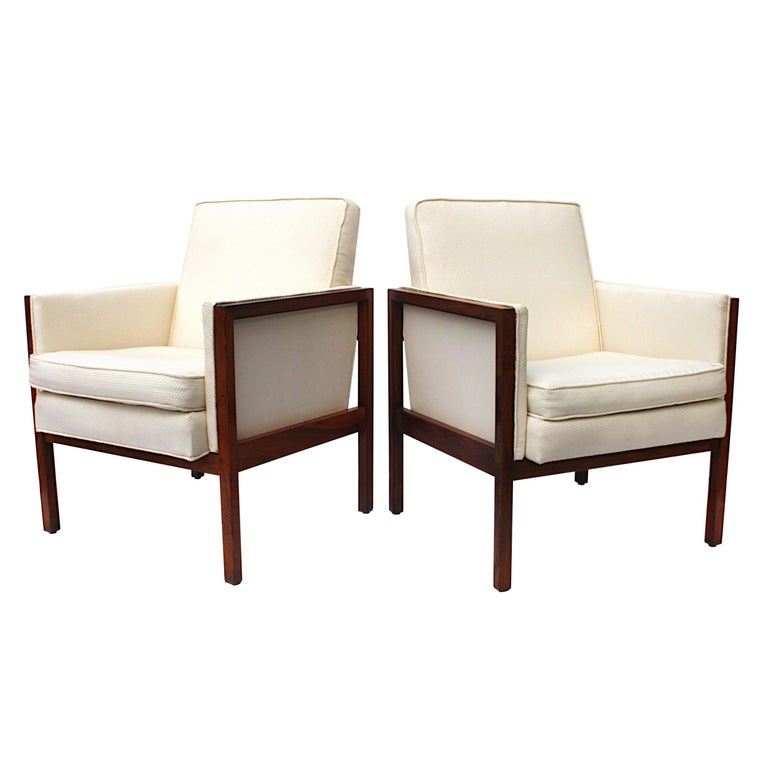 Vintage Pair of Mid-Century Modern Walnut Side Lounge Club Chairs by Jens Risom For Sale