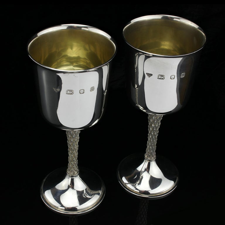 Vintage Pair of Sterling Silver Goblets, Garrard & Co, Designed by Anthony Elson In Good Condition For Sale In Braintree, GB