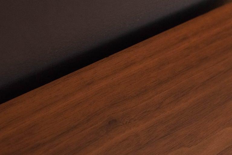 Vintage Pair of Walnut Glenn of California Nightstands For Sale 5