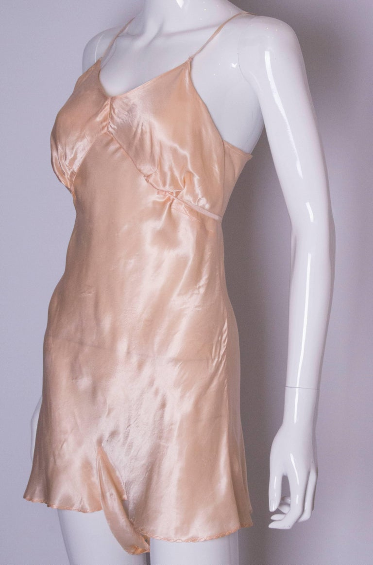 Vintage Peach Satin Cami Nickers In Good Condition For Sale In London, GB