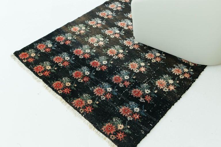 Vintage Persian Bakhtiari Rug For Sale 4
