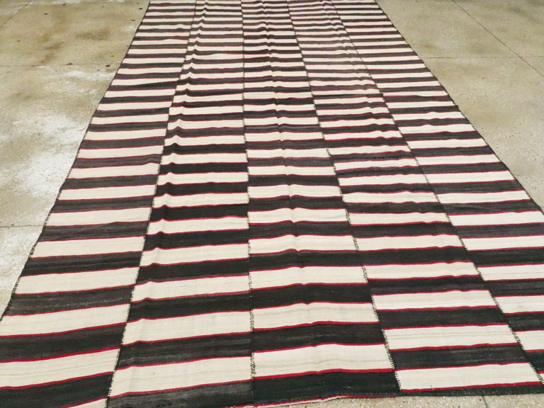 Vintage Persian Flat-Weave Kilim In Good Condition For Sale In New York, NY