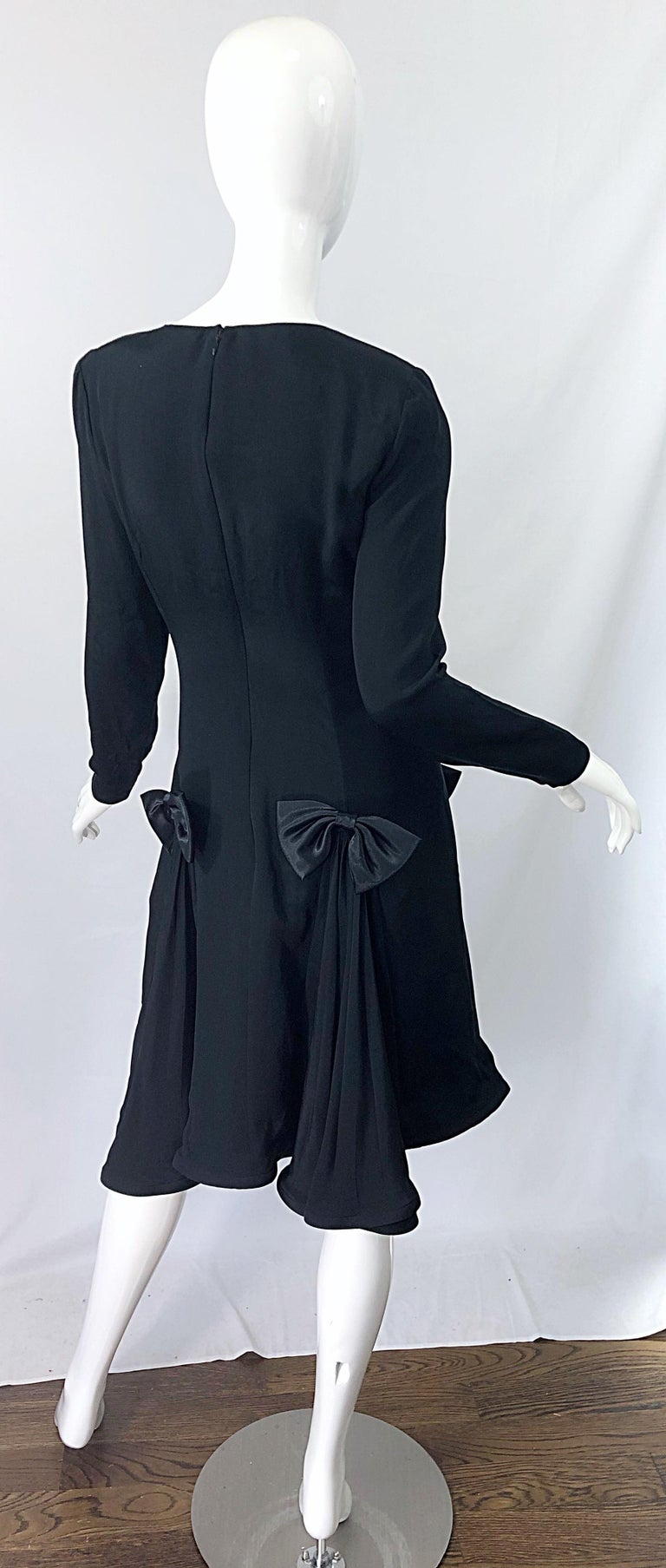 Vintage Pierre Cardin Size 8 Black Silk 1990s Long Sleeve 90s Bow Dress In Excellent Condition For Sale In Chicago, IL