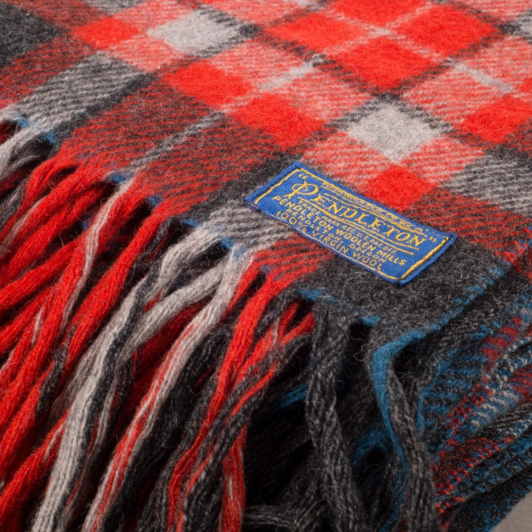 About  A vintage plaid wool throw/blanket with 5' tassels and original case circa 1970-1980.  Measures: 52