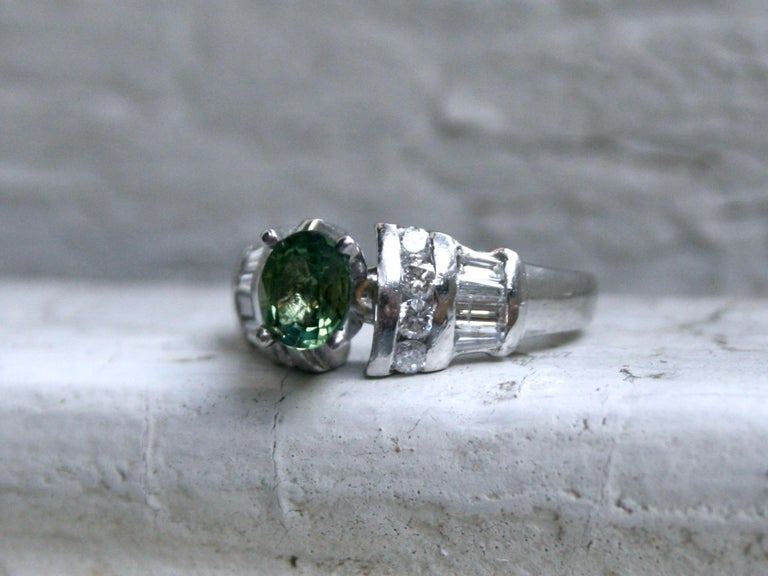 Art Deco Vintage Platinum Green Sapphire and Diamond Ring Engagement Ring, 1.23 Carat For Sale