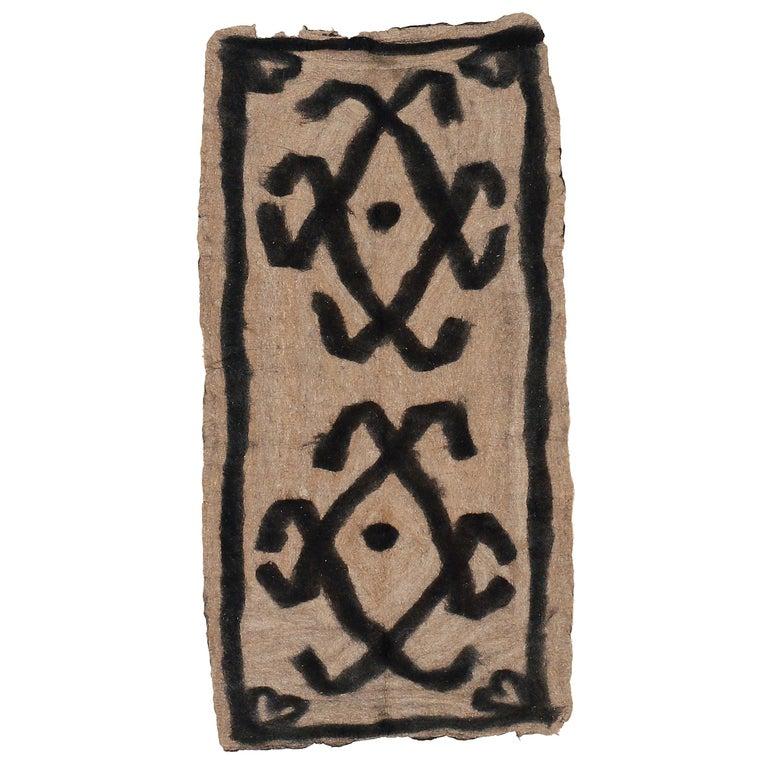 Vintage Primitive Modernist Tribal Felt Rug For Sale