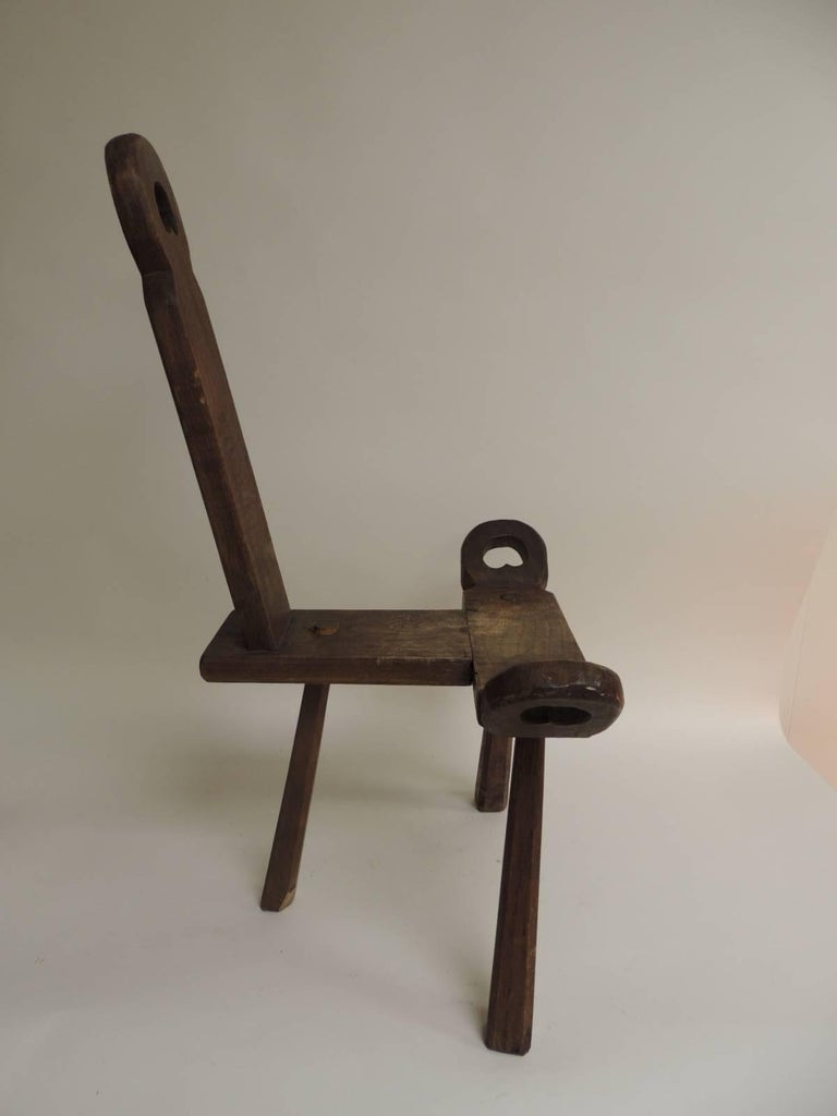 "English Vintage Primitive Rustic Tripod Legs ""Birthing"" Chair For Sale - Vintage Primitive Rustic Tripod Legs ""Birthing"" Chair At 1stdibs"