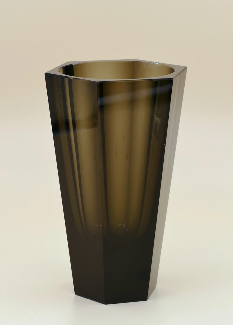 This Purity Moser vase is an original decorative glass vase realized in the 1970s.