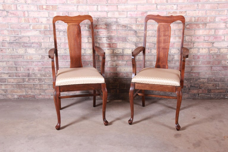 Vintage Queen Anne Mahogany Armchairs, Pair In Good Condition For Sale In South Bend, IN