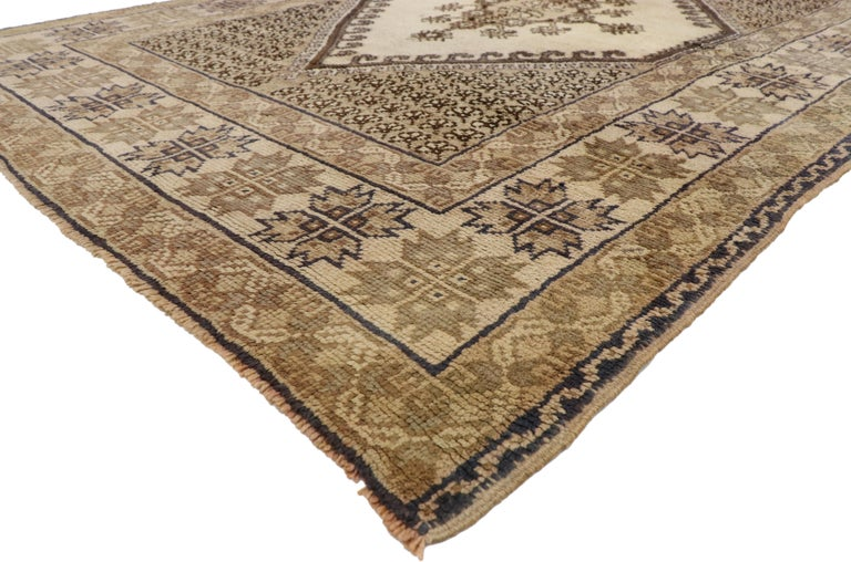 73993, vintage Berber Rabat Moroccan Medallion rug with Transylvanian Anatolian style. This hand knotted wool vintage Rabat Moroccan rug beautifully highlights Anatolian and Transylvanian designs of the past. It features a large-scale hexagonal