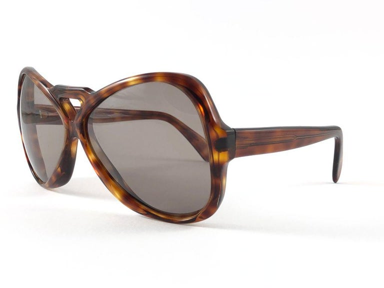 Sunglasses circa 1970's by Menrad.    Please noticed this item its nearly 50 years old and has been on a private collection, therefore the frame show sign of wear according to age and minimum wear.  Made in France.  FRONT : 15 CMS  LENS HEIGHT : 5.3