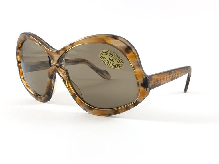 Sunglasses circa 1970's by Neostyle.    Please noticed this item its nearly 50 years old and has been on a private collection, therefore the frame show sign of wear according to age and minimum wear.  Made in France.  FRONT : 14 CMS  LENS HEIGHT : 5