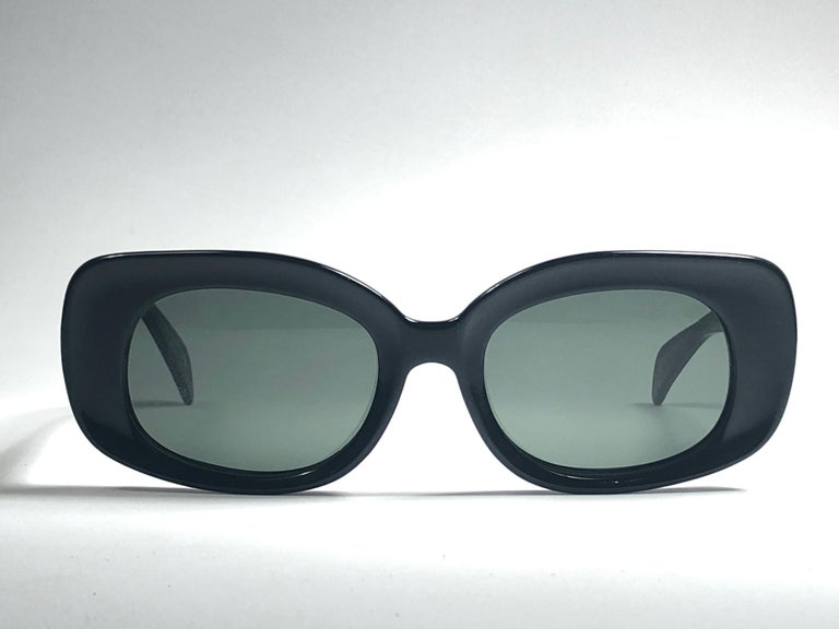 Super Rare 1960's Ray Ban Buena in sleek black. Bausch and Lomb USA Made. G15 grey lenses. Straight out of the 1960's. All hallmarks. Minor sign of wear due to 60 years of storage. A Piece of sunglasses history.