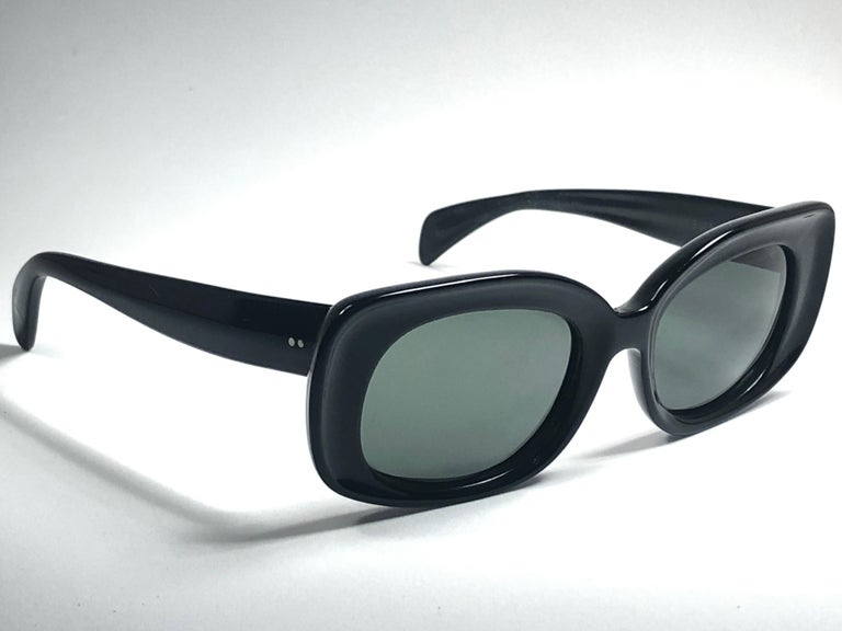 Vintage Ray Ban Buena 1960's Mid Century Black G15 Lenses B&L USA Sunglasses In Excellent Condition For Sale In Amsterdam, Noord Holland