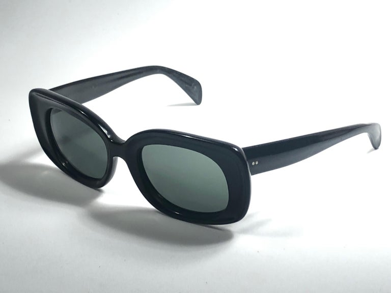 Vintage Ray Ban Buena 1960's Mid Century Black G15 Lenses B&L USA Sunglasses For Sale 1