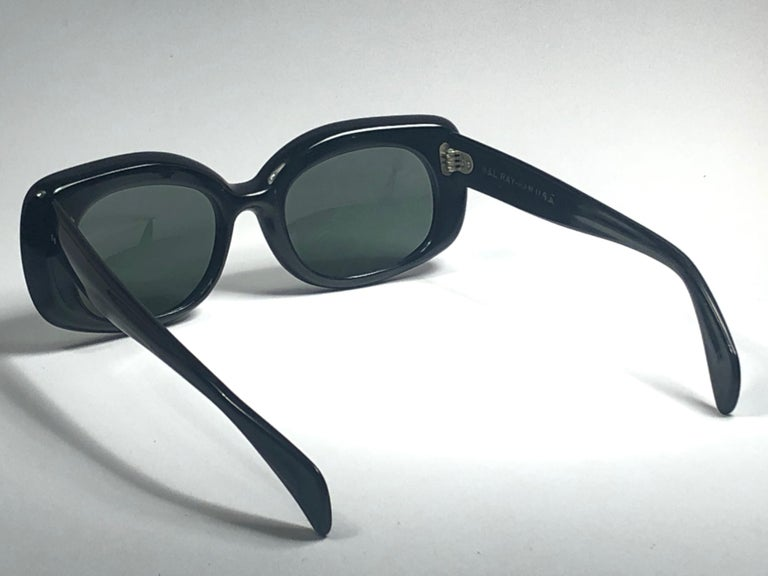 Vintage Ray Ban Buena 1960's Mid Century Black G15 Lenses B&L USA Sunglasses For Sale 3