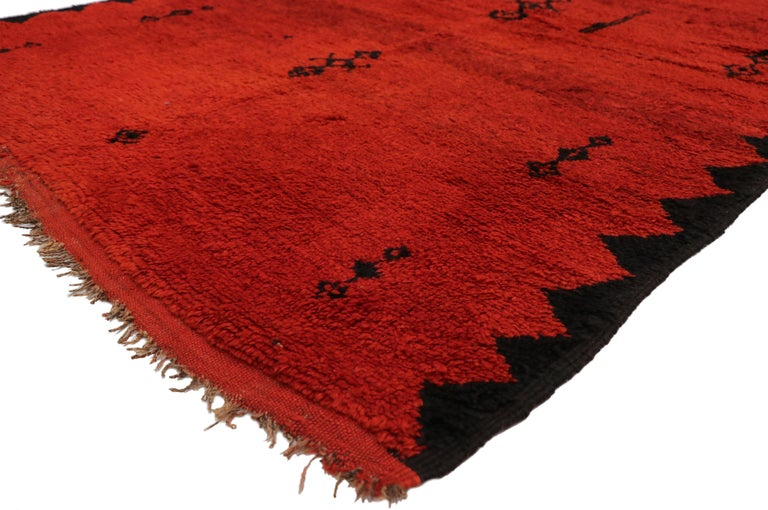 20896, vintage red Beni Mrirt carpet, Berber Moroccan rug with Modern Tribal style. Featuring a luminous fiery glow, rich waves of abrash, and luxury underfoot, this hand knotted wool vintage Moroccan red Beni Mrirt rug beautifully showcases