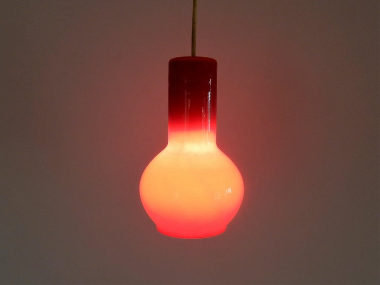 Vintage Red Glass Pendant Lamp, Denmark In Good Condition For Sale In Steenwijk, NL